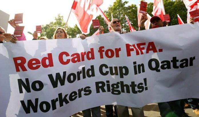Протест на правозащитници в Швейцария против провеждането на Световното първенство по футбол в Катар през 2022 г. Снимка:  periodistas-es.com