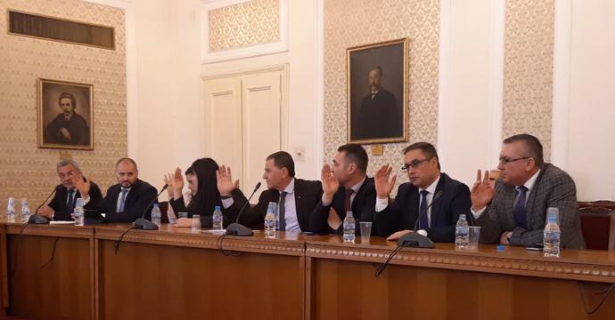 Депутатите от ГЕРБ и ДПС теглят СЕТА към окончателна ратификация