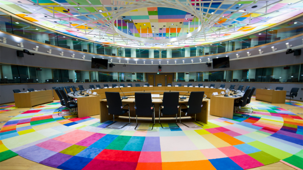 Залата за заседания на Европейския съвет в Брюксел този път остана празна - заради коронавируса инфарктната среща се проведе дистанционно. Снимка: Wikimedia Commons