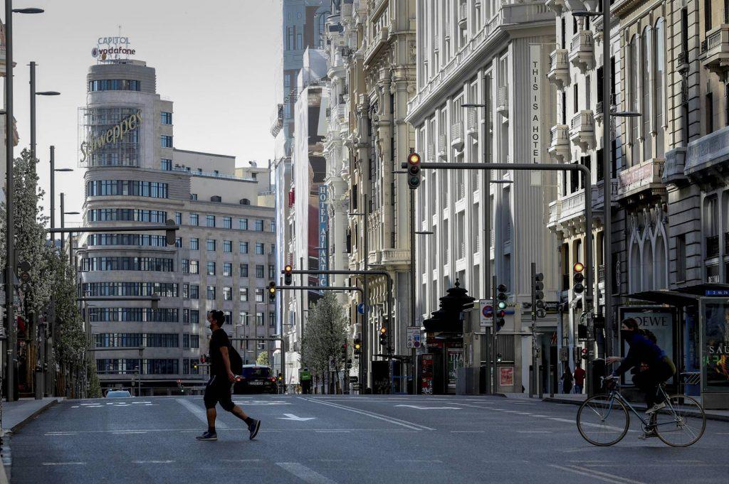 Центарът на Мадрид опустя след въведените извънредни мерки. Снимка: El Pais