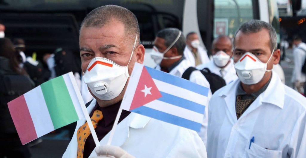 Кубински лекари при пристигането им в Ломбардия. Снимка: Cubadebate