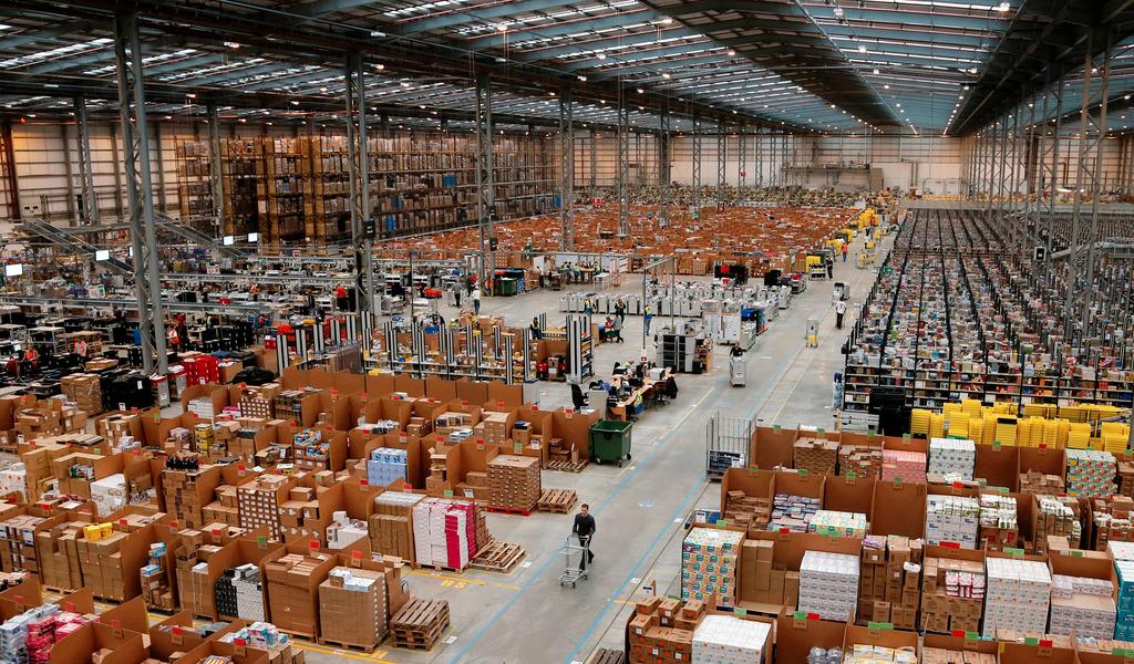 Складовете на Amazon бяха пословични с отвратителните условия на труд още преди пандемията. Снимка: Ройтерс