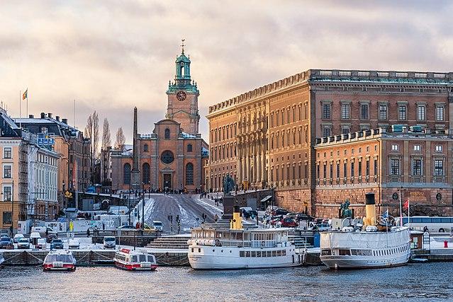 Търговските обекти в Стокхолм останаха отворени, но това изглежда не е успяло да предпази икономиката. Снимка: Wikimedia commons