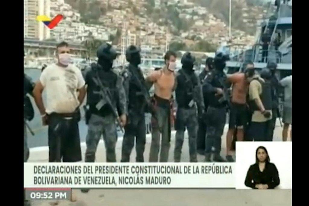 Част от заловените от венесуелските сили за сигурност наемници, опитали се да нахлуят във Венесуела по море. Снимка: VTV