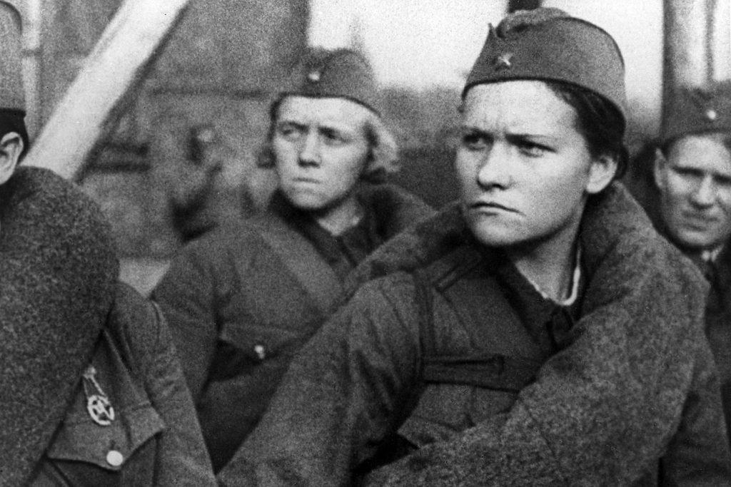 """Много жени се записват в народното опълчение. Снимка: РИА """"Новости"""""""