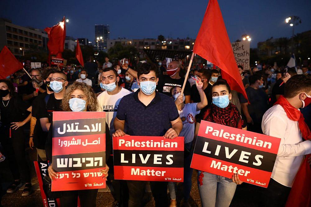 """Масова съвместна демонстрация на палестинци и израелци на площад """"Рабин"""" в Тел Авив против плановете на правителството на Нетаняху за анексия на палестински земи. Снимка: 972mag.com"""