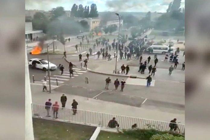 Гледка от улица в Дижон по време на сблъсъците. Снимка: FL24.net