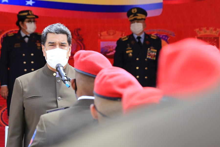 Говорейки пред офицери от Почетната президентска гвардия, Николас Мадуро разказа защо се отказал да гони посланичката на ЕС от Венесуела. Снимка: Prensa Presidencial
