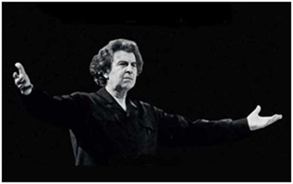 Силата на музиката и на вдъхновените на Микис Теодоракис, излъчвано от него и от сцената, винаги е заразявало милиони хора по света. Снимка: Wikimedia Commons