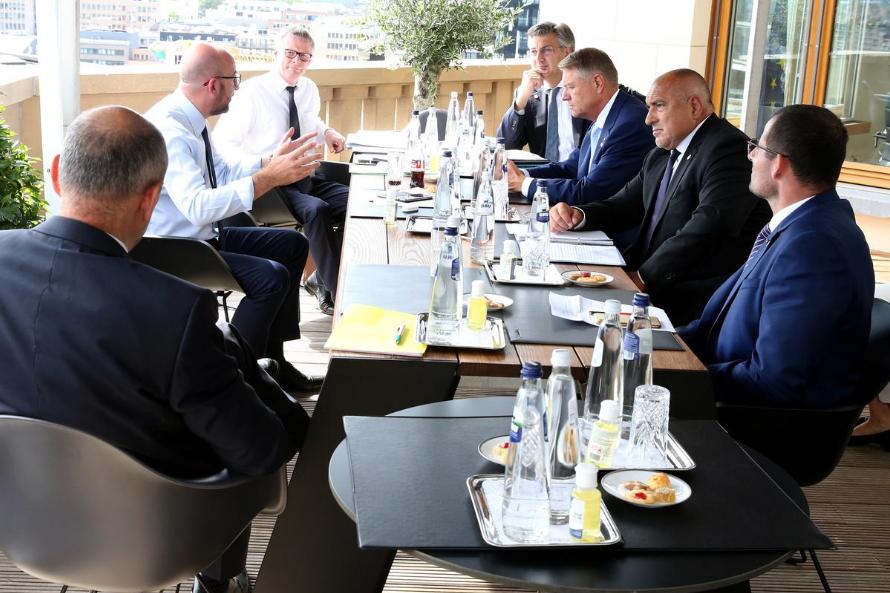 Президентът на Европейския съвет Шарл Мишел разговаря с премиерите на България, Румъния, Хърватия и Малта. Снимка: Ройтерс.