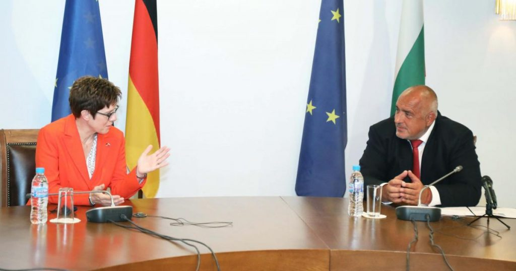 Анегрет Крамп-Каренбауер и Бойко Борисов по време на разговора им в София. Снимка: Министерски съвет