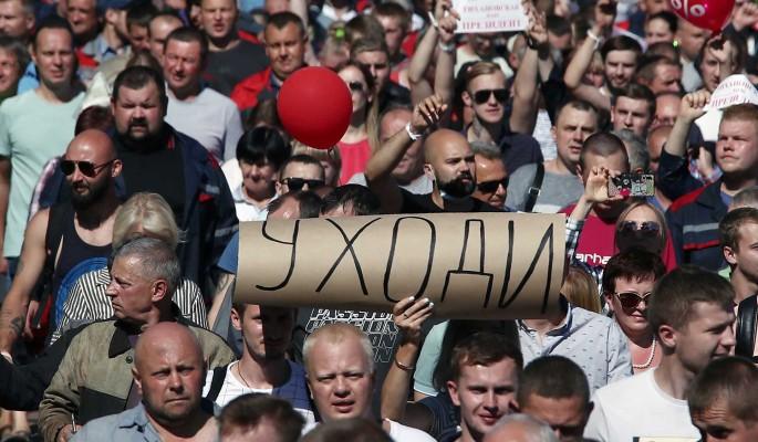 """""""Махай се"""" е лозунгът, който протестиращите в Беларус адресират към управляващия от 1994 г. Александър Лукашенко. Снимка: ТАСС"""