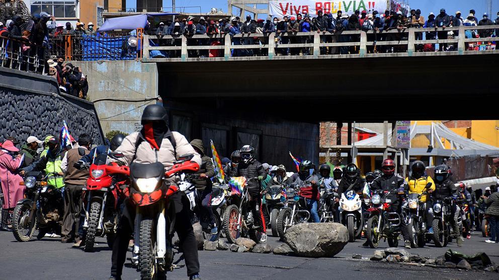 Протестна блокада в Ел Алто, град-спътник на Ла Пас. Снимка: EFE