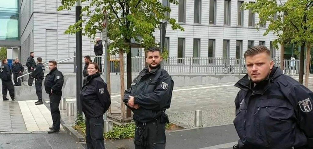 """Клиниката Charité в Берлин, в която Навални бе приет като """"гост на канцлера"""", е под строга денонощна охрана на германската полиция. Снимка: РИА"""
