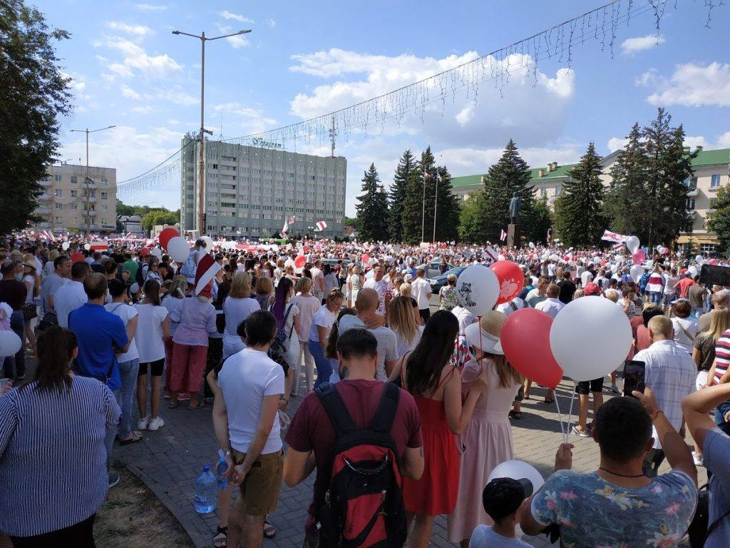 2020_Belarusian_protests_—_Baranavichy,_16_August_01