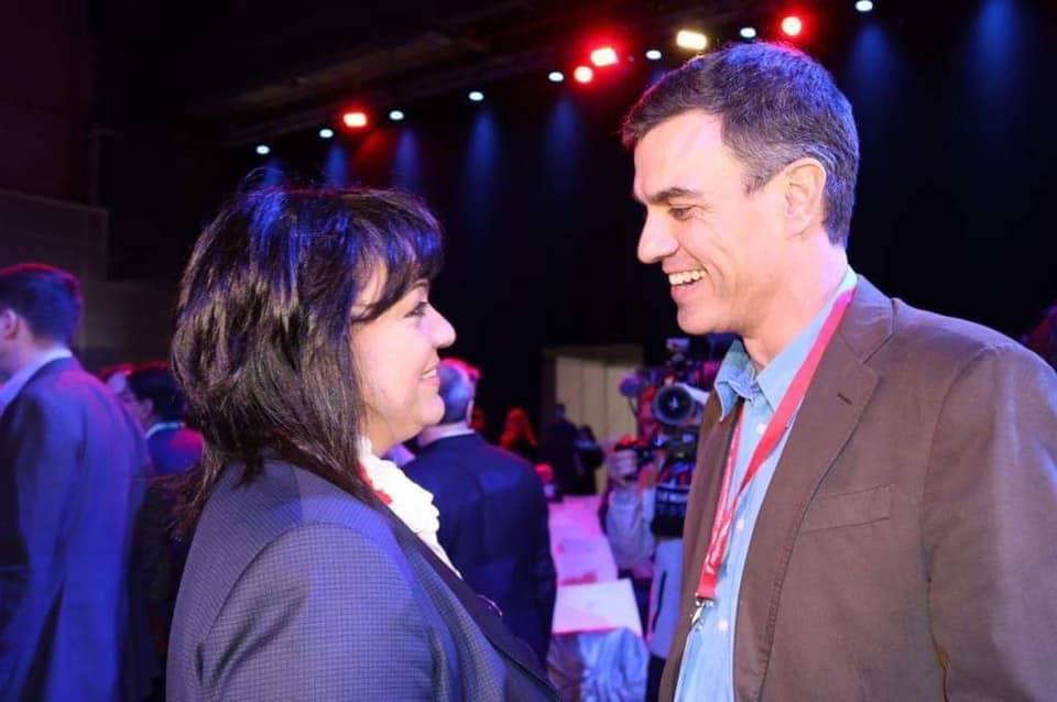 Корнелия Нинова поздравява Педро Санчес на европейска соцсреща през апрл 2019 г. по повод победата на ИСРП в тогавашните избори в Испания. Снимка: Фейсбук профил на Корнелия Нинова