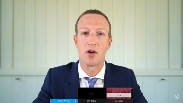 Марк Зукърбърг дава онлайн показания пред Конгреса