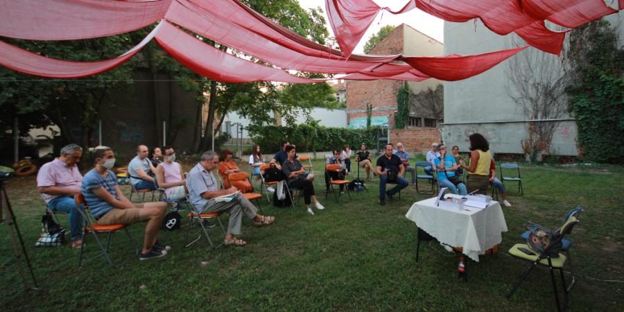 """Събитието се проведе в двора на русенската регионална библиотека """"Любен Каравелов"""" (снимка: Жана Цонева)"""