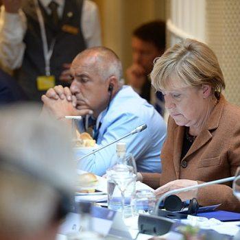 От самото начало на управлението си Бойко борисов се старае да се показва като полезен за германския канцлер Ангела Меркел. Снимка: Wikimedia Commons