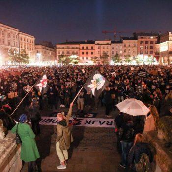 Решението на съда бе посрещнато с нова вълна от масови протести. Снимка: Ройтерс