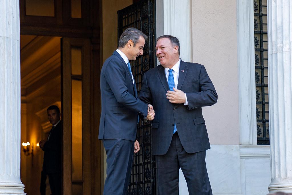 Гръцкият премиер Кирякос Мицотакис и държавният секретар на САЩ Майк Помпео в дружески разговор в Атина по време на визитата на американския гот в края на септември. Снимка: gr.usembassy.gov