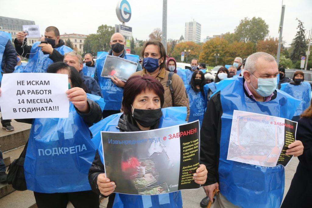 Кадър от протестите срещу готвените промени в Кодекса на труда. Снимки: БГНЕС