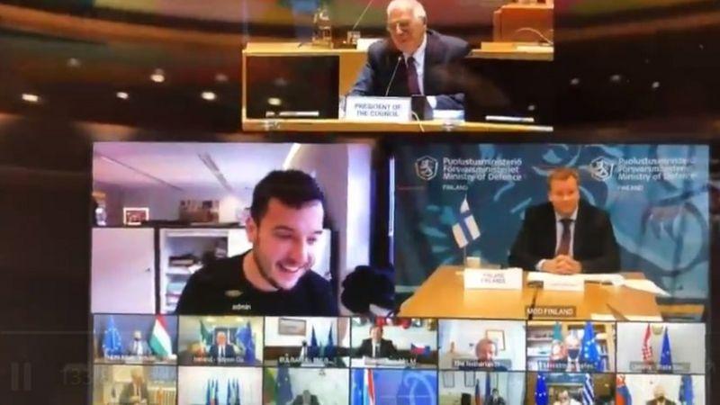 """Младежът от лявото голямо """"прозорче"""" на екрана е репортерът Даниел Верлаан. Снимка: Туитър"""