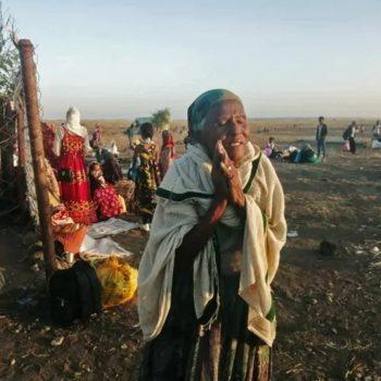 В резултат на боевете десетки хиляди вече са избягали в съседен Судан