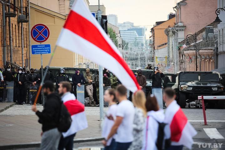 Отразяването на беларуските протести от tut.by, на която бе отнет медийният лиценз, дава възможност в чужбина да се получат преки впечатления от обстановката в страната. Снимка: tut.by