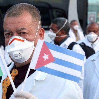 """През пролеттта на 2020-та, когато северната италианска област Ломбардия бе тежко ударена от пандемията на Covid-19, контингент на кубинската медицинска бригада """"Хенри Рийв"""" даде всичко от себе си, за да помогне на хората там. Снимка: cubadebate.cu"""
