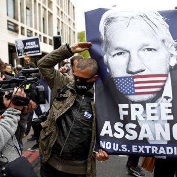 Продължават демонстрациите в подкрепа на Джулиан Асанж и свободата на информация. Снимка: diariojornada.com.ar