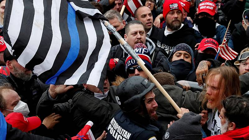 Ултрадесни привърженици на Тръмп щурмуваха Конгреса в САЩ на 6 януари. Снимка: RTVE.es