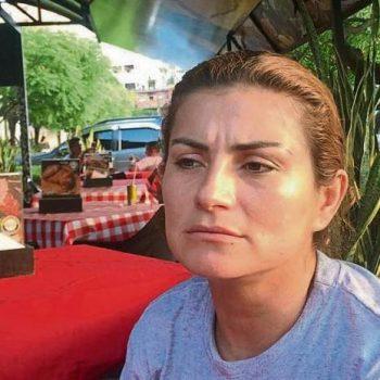 """Бившата колумбийска партизанка Луси по време на интервюто ѝ за в. """"Ла Вангуардия"""". Снимка: La Vanguardia"""