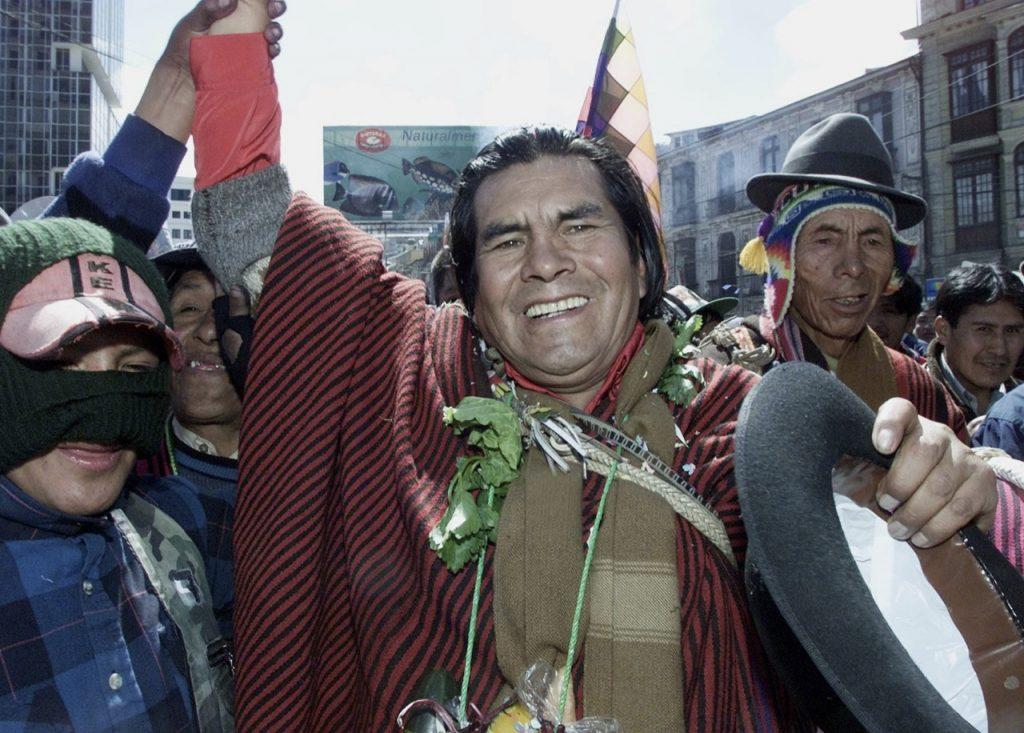 """Фелипе Киспе """"Ел Майку"""" (""""Кондорът"""") по време на поредна оглавена от него демонстрация. Снимка: la-razon.com"""