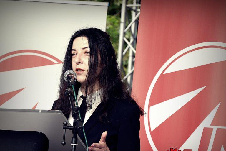 Олена Семеняка изнася реч на конференция, организирана от малдежкото крило на германската неонацистка партия NPD.