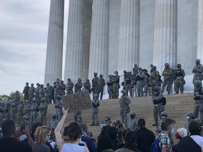 Охраната на Капитолия изглеждаше съвсем различно, когато в града се провеждаха мирни протести срещу полицейското насилие