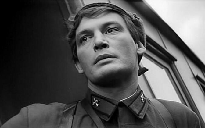 """Василий Лановой в кадър от съветския филм """"Офицери"""" (1971 г.)"""