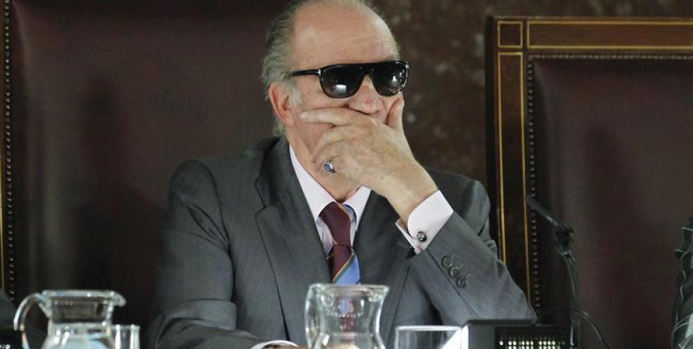 """Силен антимонархически заряд носят протестите в Испания в защита на рапъра Пабло Хасел, вкаран в затвора с присъда за """"обида на короната"""" за песен, в която нарича Хуан Карлос I """"мафиотски бос"""". Снимка: lasrepublicas.com"""