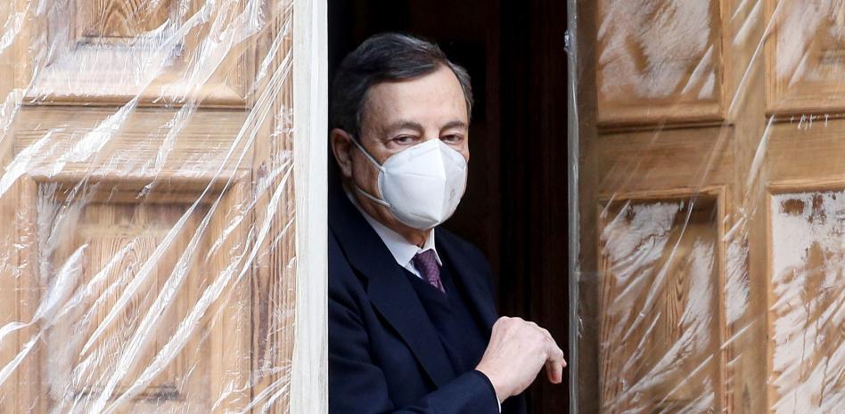 Марио Драги на излизане от срещата си с президента Сержио Матарела. Снимка: EFE