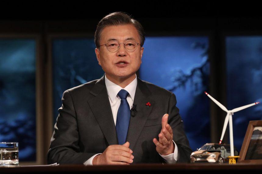 Президентът на Република Корея Мун Дже-Ин е инициатор на идеята натрупалите свърхпечалби покрай пандемията  корпорации да помогнат на изнемогващите малки фирми. Снимка: EFE