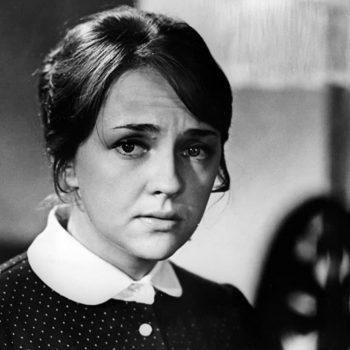 """Екатерина Градова като радистката Кет в кадър от """"17 мига на пролетта"""""""