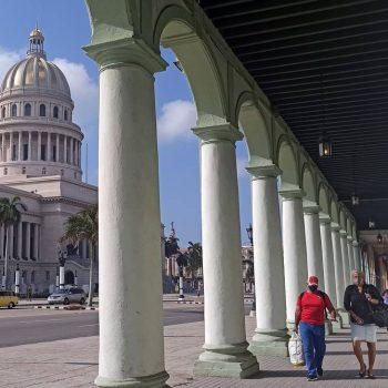 Ще се изпълнят ли скоро улиците на Хавана с американски туристи, получаващи и ваксина като бонус? Снимка: eluniverso.com