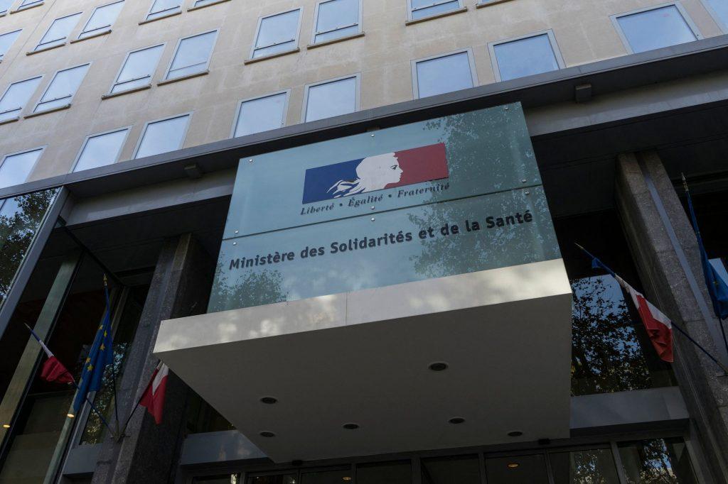 Входът към френското министерство на солидарността и здравеопазването в Париж: Снимка: fncs.org