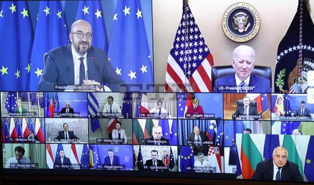 Момент от виедосрещата на лидерите от ЕС с Джо Байдън, който се вижда вдясно горе. ВЛяво горе е Шарл Мишел. Вдясно долу - Бойко Борисов. Снимка: Правителствена прес-служба