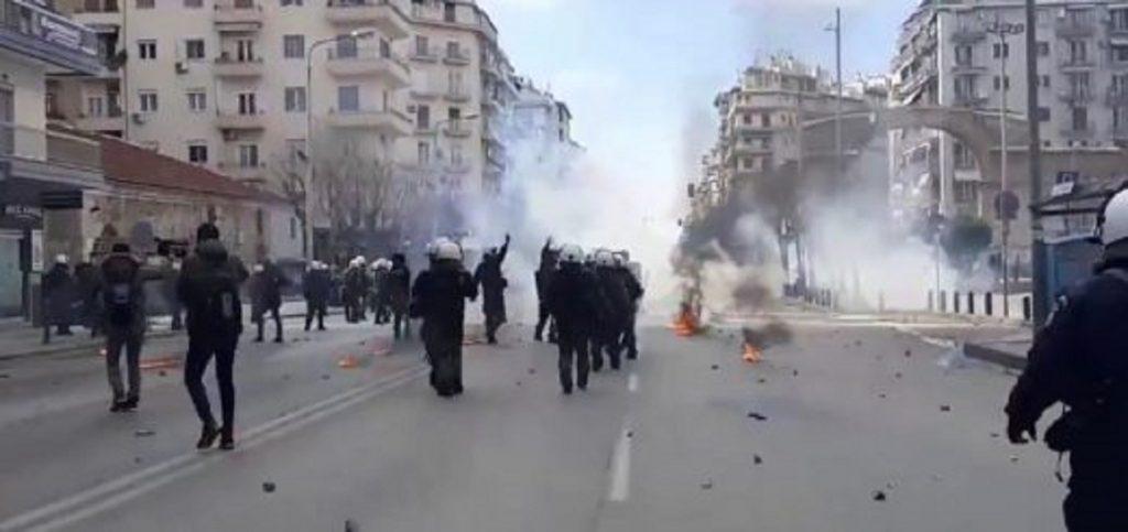 Полицията отговори сурово на протеста в центъра на Солун на 11 март срещу нахлуването ѝ в автономния университет на града. Снимка: enoughisenough14.org