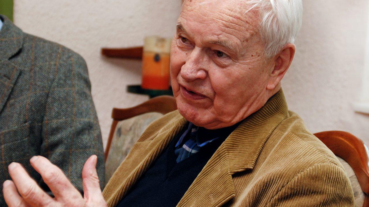 Ханс Модров, Wikimedia Commons
