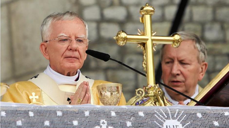 Архиепископ Марек Йедрашевски. Снимка: Ройтерс.