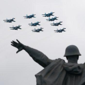 Момент от авиоучастието във военния парад в Москва по повод 76-годишнината от победата над хитлерофашизма. Снимка: izvestia.ru