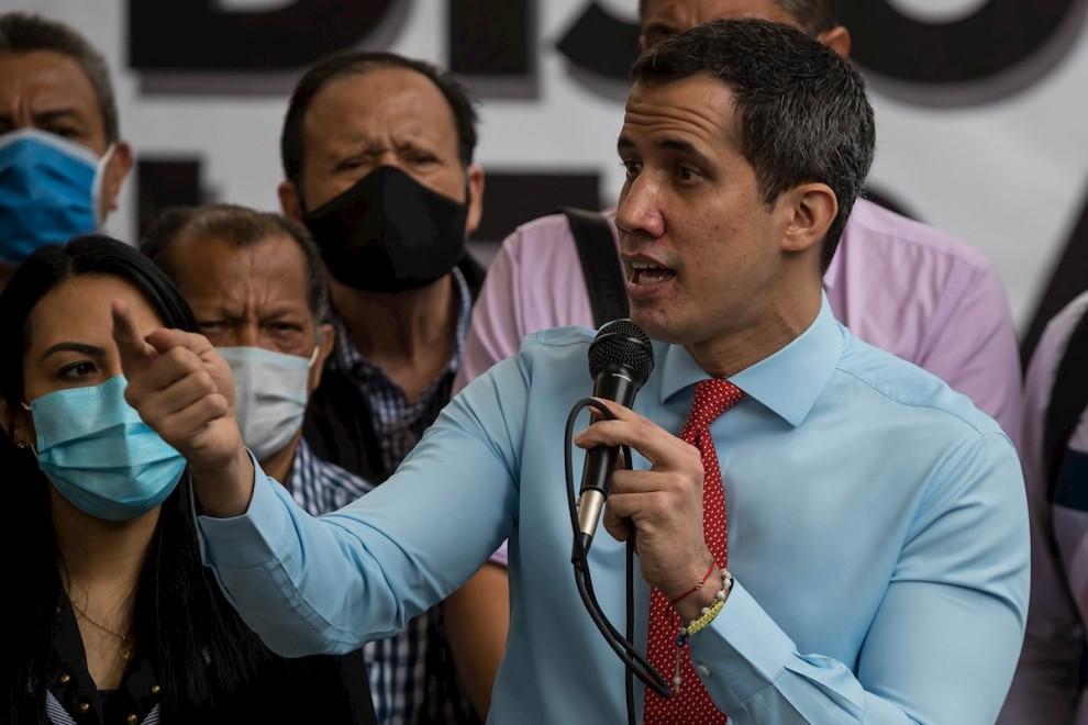 Хуан Гуайдо силно жадува отново да влезе в новините. Снимка: EFE