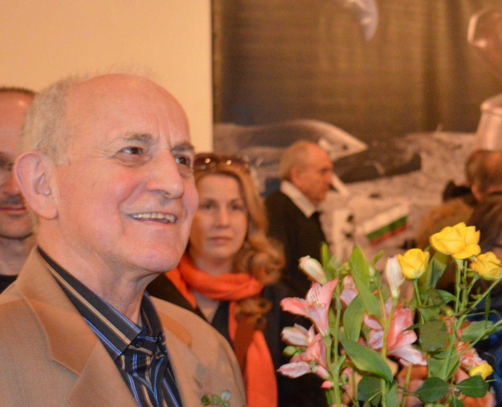 """Павел Койчев на откриването на изложбата си """"Възможности и щения"""" в СГХГ през април 2015 г. Снимка: Любо Николов"""